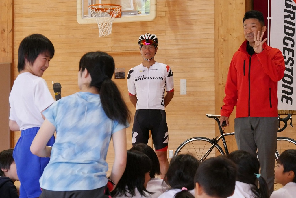 2019ツアー・オブ・ジャパンを前に、孫崎大樹選手らが伊豆市の小学校を訪問!
