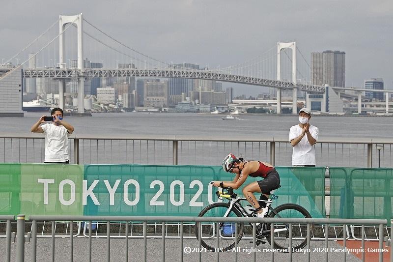 秦選手と谷選手が積極的なレースで笑顔のフィニッシュ【東京2020パラリンピック トライアスロン詳報】
