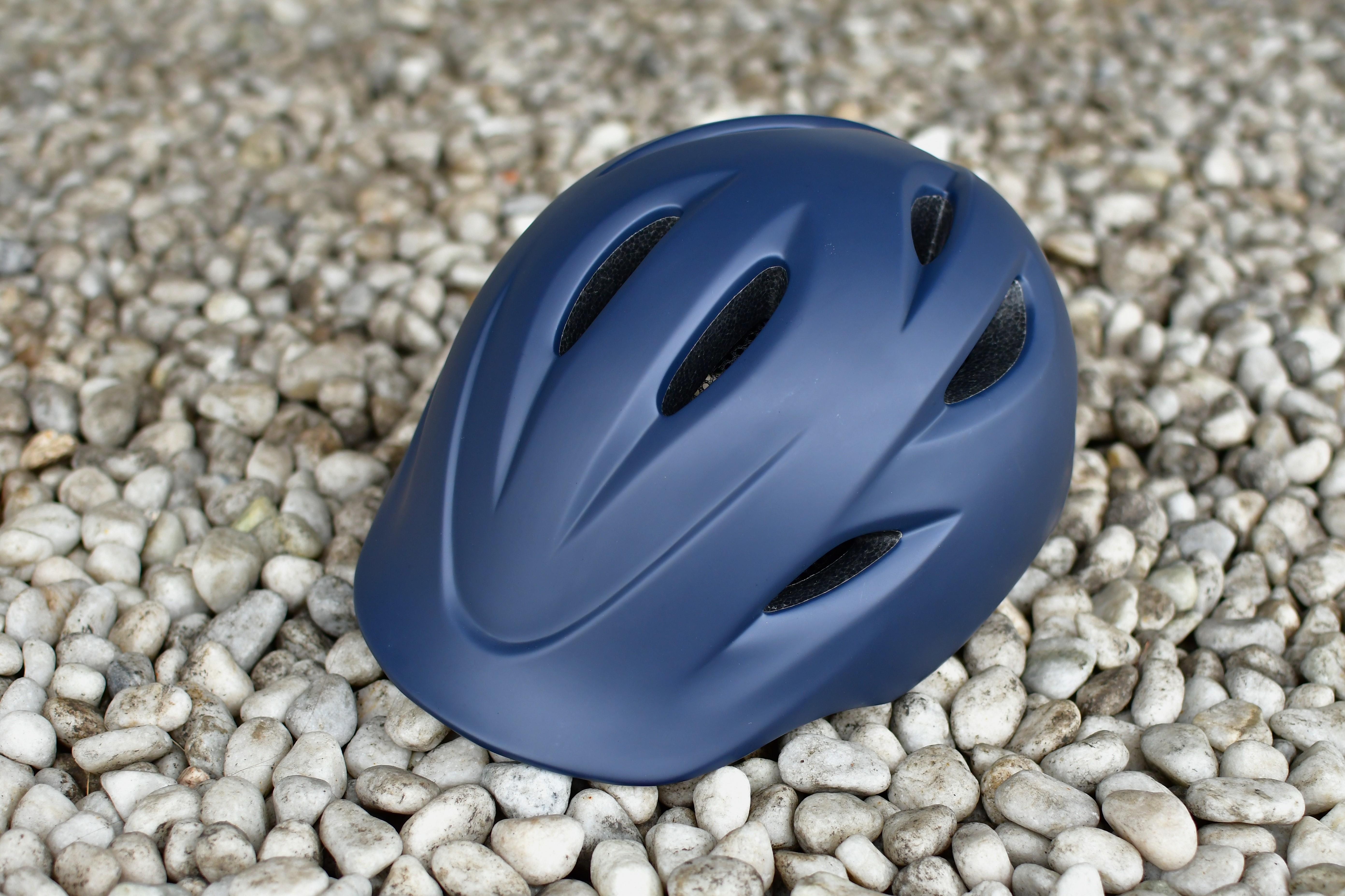 自転車通勤からサイクリングまで、シーンを問わずかぶれるヘルメット、KURMS(クルムス)登場