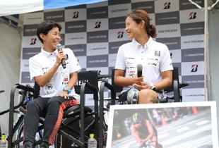 上田選手と秦選手のトークショーの写真